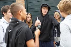 adolescentes-rebeldes-bebendo
