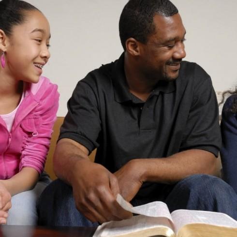 30028-familyworshiptime-worship-family-Bible.1200w.tn